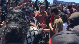 """""""Nos sentimos honrados"""": Hermano de PDI fallecido en Temucuicui relató cómo se concretó el encuentro con el padre de Camilo Catrillanca"""