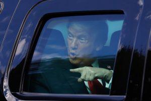 Corte Suprema de EEUU ayuda a Trump: detuvo dos demandas en su contra