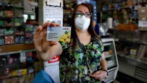 Municipalidad de Santiago otorgará tarjeta de alimentación para vecinos vulnerables