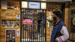 El alcohol gel manda: botillerías refuerzan protocolos sanitarios a la espera del desconfinamiento