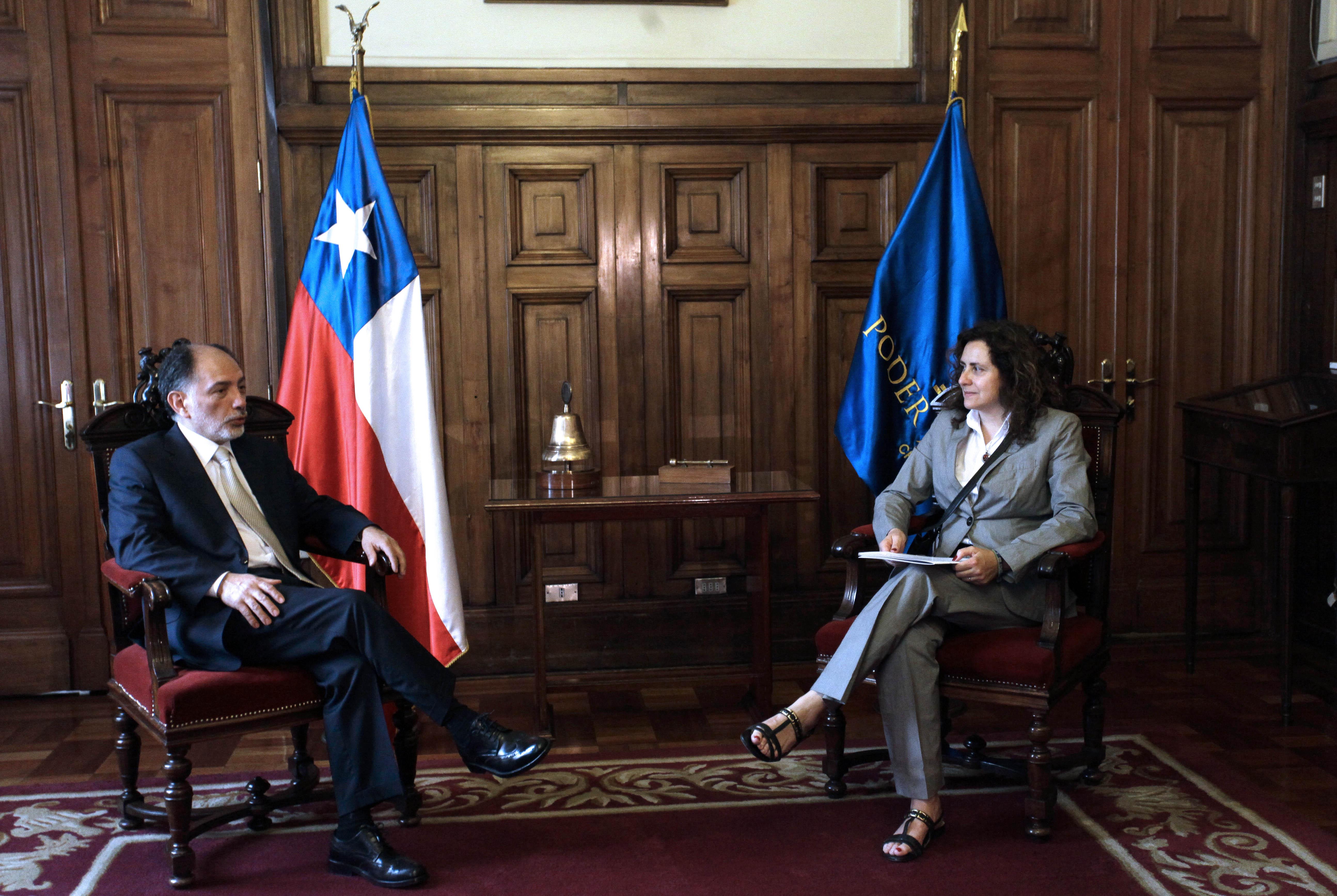 Reunión de Karen Atala con el presidente (i) de la Corte Suprema, Sergio Muñoz, en 2015