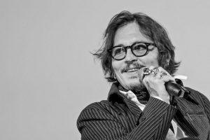 Por 45 millones de euros: Johnny Depp puso a la venta el pueblo francés que adquirió en 2001 para pagar sus deudas