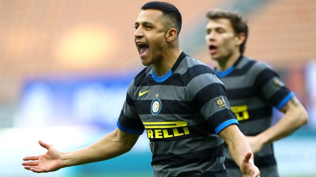 Con gol de Alexis, el Inter derrotó al Genoa y sigue en lo más alto de la Serie A de Italia
