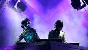 """En """"Letra y Música"""", un homenaje a Daft Punk: """"Es una de las bandas más emblemáticas de tantas series de estilos"""""""