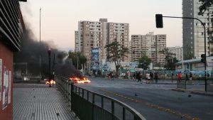 Hinchas de Colo Colo se manifestaron contra Blanco y Negro al exterior del Estadio Monumental