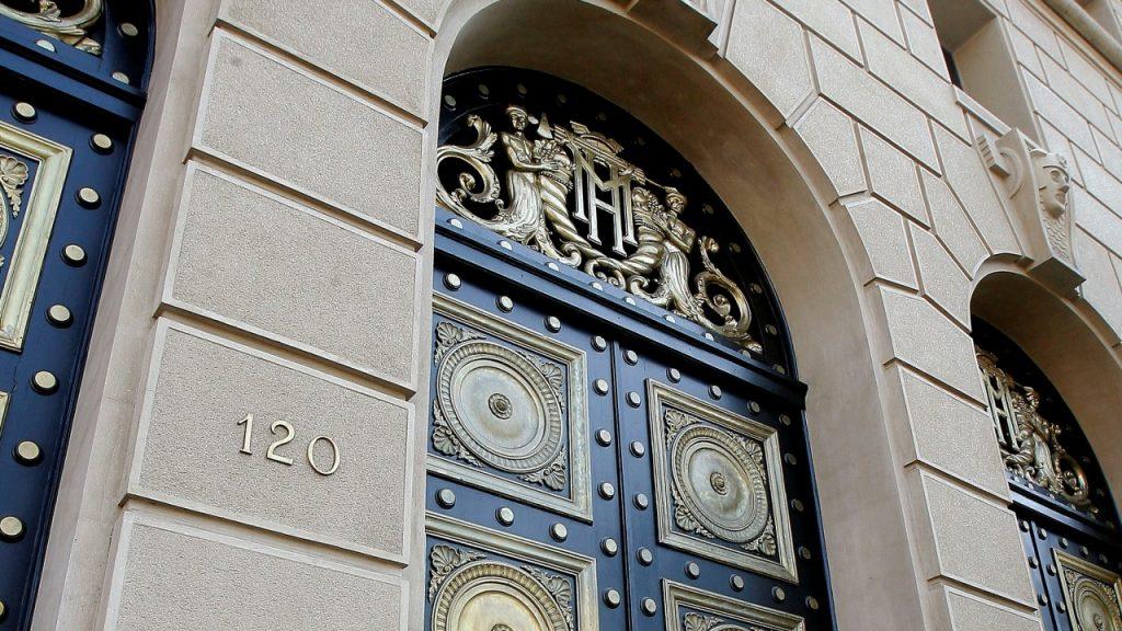 Rompió la alcancía: el Fisco hizo su mayor retiro de reservas desde la crisis de 2009