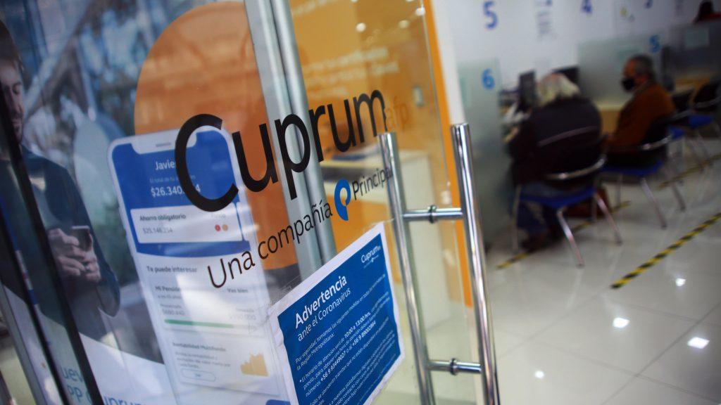 """Presidente de AFP Cuprum lamentó que propuesta de reforma previsional """"no venga de un acuerdo político entre el gobierno y la oposición"""""""