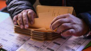 Reforma de elecciones en dos días: Gobierno propuso dar bono de $30.000 por jornada a los vocales de mesa