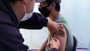Vacunación contra el Covid-19: Revisa aquí quiénes se pueden inocular este lunes 1 de marzo en todo el país