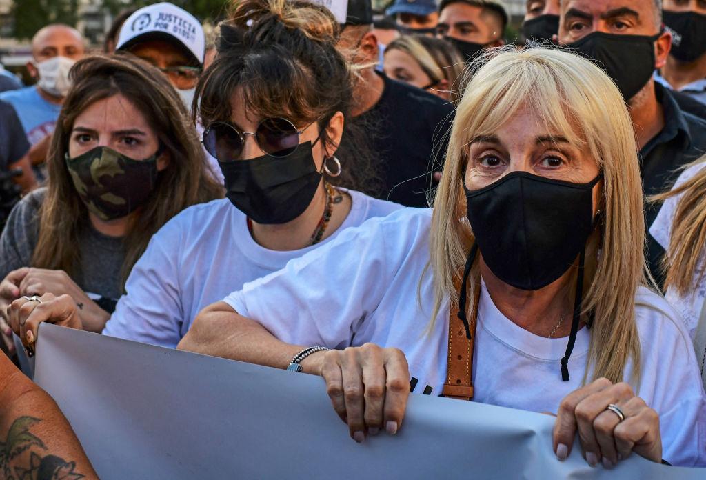 Claudia Villafane acompañada de Giannina y Dalma Maradona