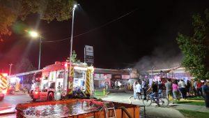 Tres locales resultaron afectados por incendio en stripcenter en Huechuraba