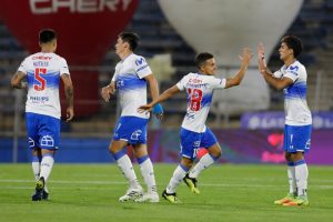 Universidad Católica venció a Curicó en San Carlos y alcanzó el liderato del Campeonato Nacional