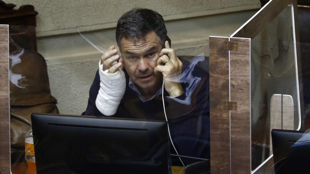 """Senador Ossandón y proyecto de tercer retiro de fondos de AFP: """"Pamela Jiles le hizo un jaque mate al Gobierno"""""""