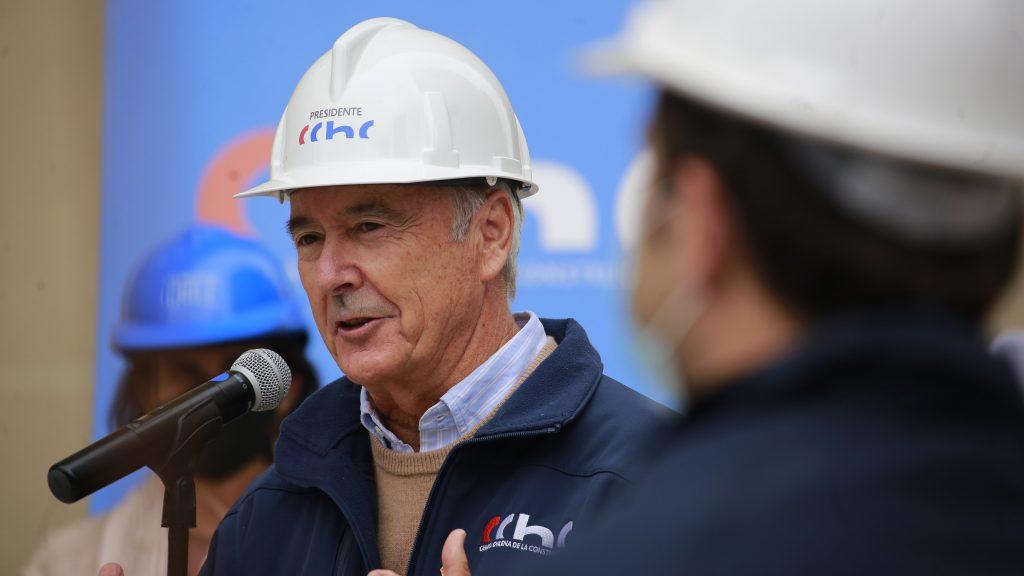 """Presidente de la CChC, Antonio Errázuriz, dijo sobre sus dichos que """"frase sacada de contexto"""" y afirmó que """"nuestros trabajadores nos importan"""""""