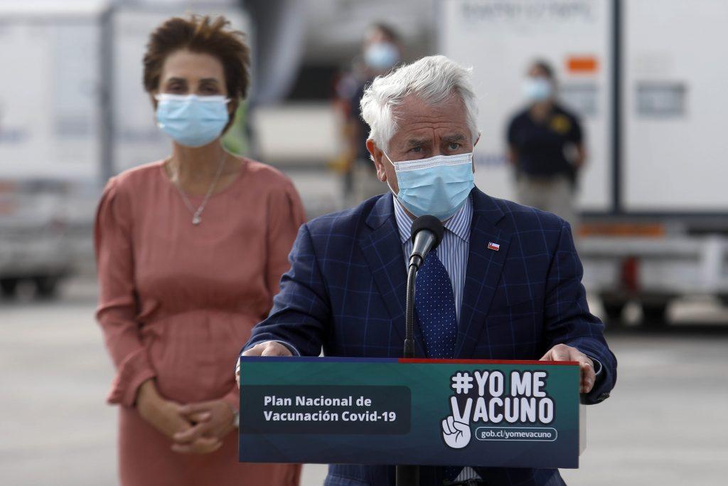 """Ministro Paris recibió nuevo cargamento de vacunas Sinovac: """"Nuestra prioridad es colocar la segunda dosis"""""""