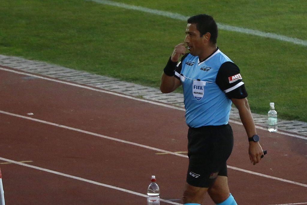 Eduardo Gamboa y Christian Schiemann dieron positivo por Covid-19 y quedaron fuera del arbitraje en Copa Libertadores