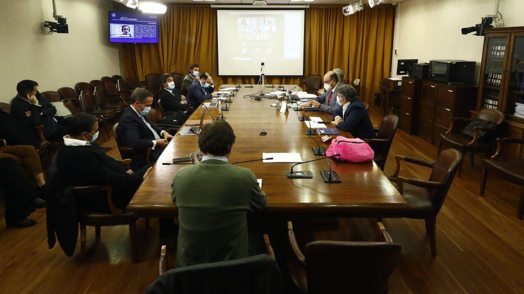 """Impuesto a los """"súper ricos"""": comisión de la Cámara rechazó propuesta de Chile Vamos y avanzó la de oposición"""