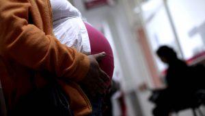 """Presidenta del Colegio de Matronas: """"Hay 14.700 mujeres embarazadas contagiadas de covid"""""""