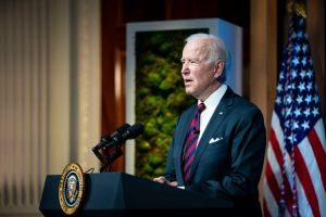 Casa Blanca evalúa subir los impuestos a los más ricos para costear los programas sociales