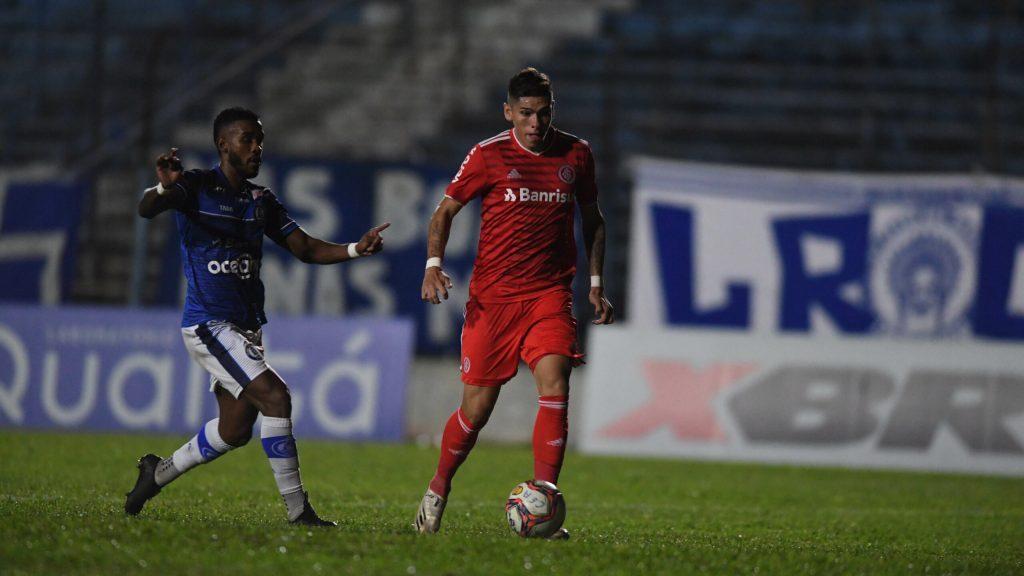 """Carlos Palacios y su adaptación en Internacional: """"No ha sido tan difícil como esperaba. Los jugadores te trata bien y te acogen"""""""