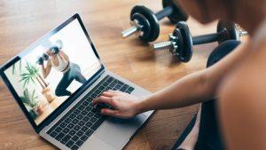 """""""No pasar más de media hora sin moverse"""": Recomendaciones para mantener un teletrabajo sano en Corre por tu Vida"""