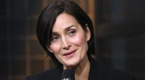 """Le ofrecieron papel de abuela cuando cumplió 40: Estrella de """"Matrix"""" Carrie-Anne Moss habla sobre lo duro de envejecer en Hollywood"""