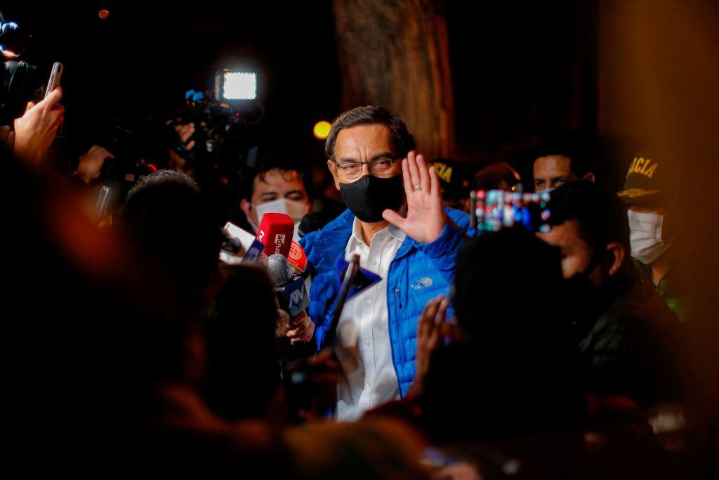 Vizcarra a las puertas de la sede del congreso en Lima