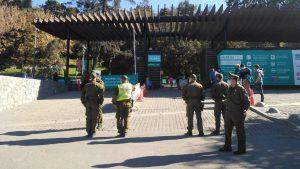Estricta fiscalización de Carabineros en Cerro San Cristóbal dejó cinco personas detenidas tras horario de la franja deportiva