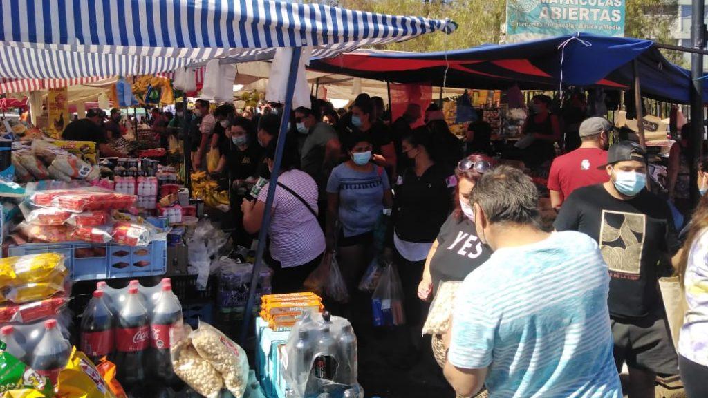 Se registran aglomeraciones en feria de Peñalolén pese a altas cifras de contagios de Covid-19 en el país
