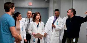 """Por razones familiares: Actor de """"New Amsterdam"""" abandonó el elenco y no continuará en la serie"""
