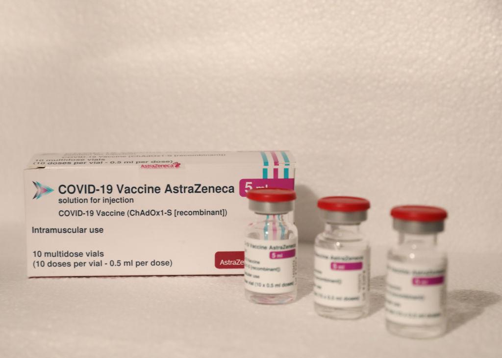 Muestra del fármaco de la vacuna de AstraZeneca contra el Covid-19