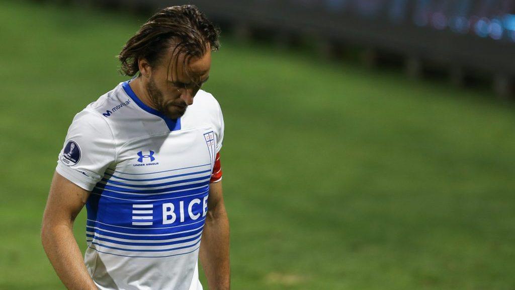 Universidad Católica informó que José Pedro Fuenzalida arrojó positivo por covid-19 en Uruguay