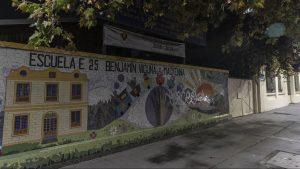 Banda de delincuentes robó 10 televisores en colegio de Santiago con custodia militar
