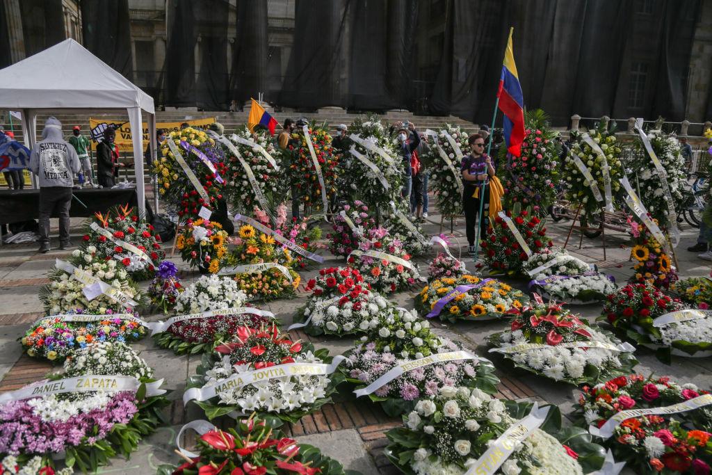 Homenaje a las victimas de la represión ante el ministerio de defensa en Bogotá