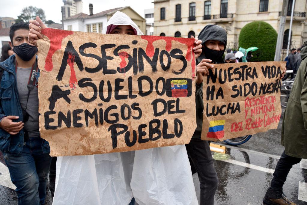 Manifestantes protestan contra el gobierno de Iván Duque
