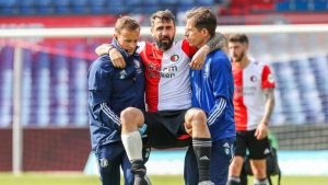 ¡Terrible! La dura lesión que sufrió Lucas Pratto durante el partido entre Feyenoord y Ajax