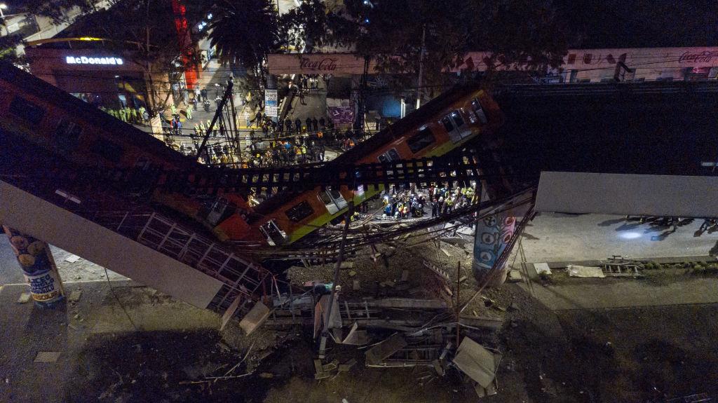 Vista aérea del accidente de una vía aérea del metro del Distrito Federal