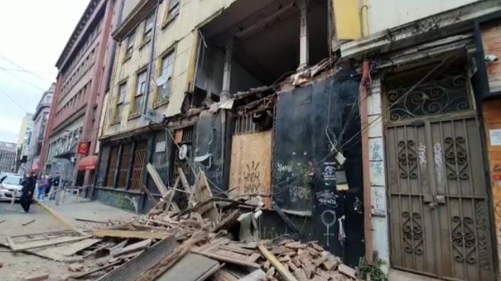 Fachada de Bar Inglés de Valparaíso se derrumbó completamente: Vecinos habían advertido al municipio