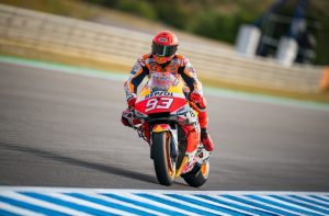 Mira la fuerte caída del motociclista Marc Márquez en un entrenamiento