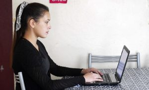 """Estudio sobre flexibilidad laboral e igualdad de género en Chile y España: """"75% sumado de ambos países declararon que teletrabajar había sido una experiencia positiva"""""""