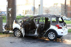 Viña del Mar: Choque de automóvil con poste publicitario terminó con tres fallecidos