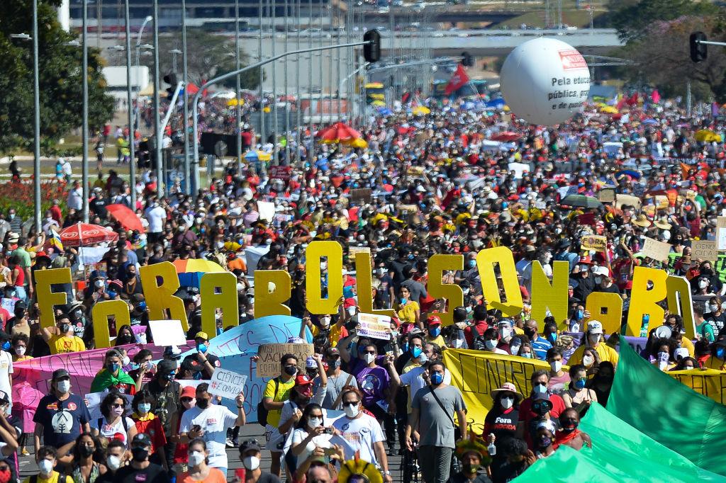 Amplia convocatoria en contra de Jair Bolsonaro en la capital Brasilia