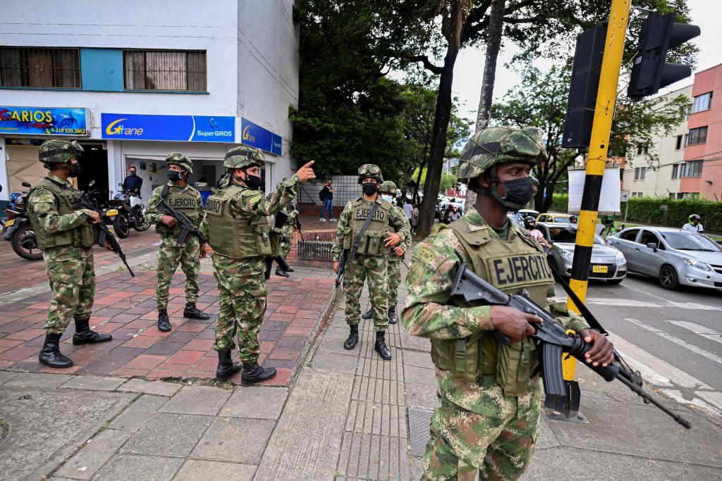 Efectivos del ejército copan las calles de Cali para frenar las protestas