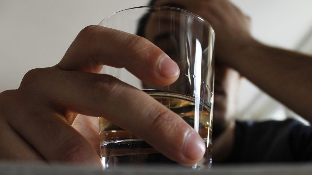 Avanza proyecto que regula venta, publicidad y consumo de alcohol tras 14 años de tramitación