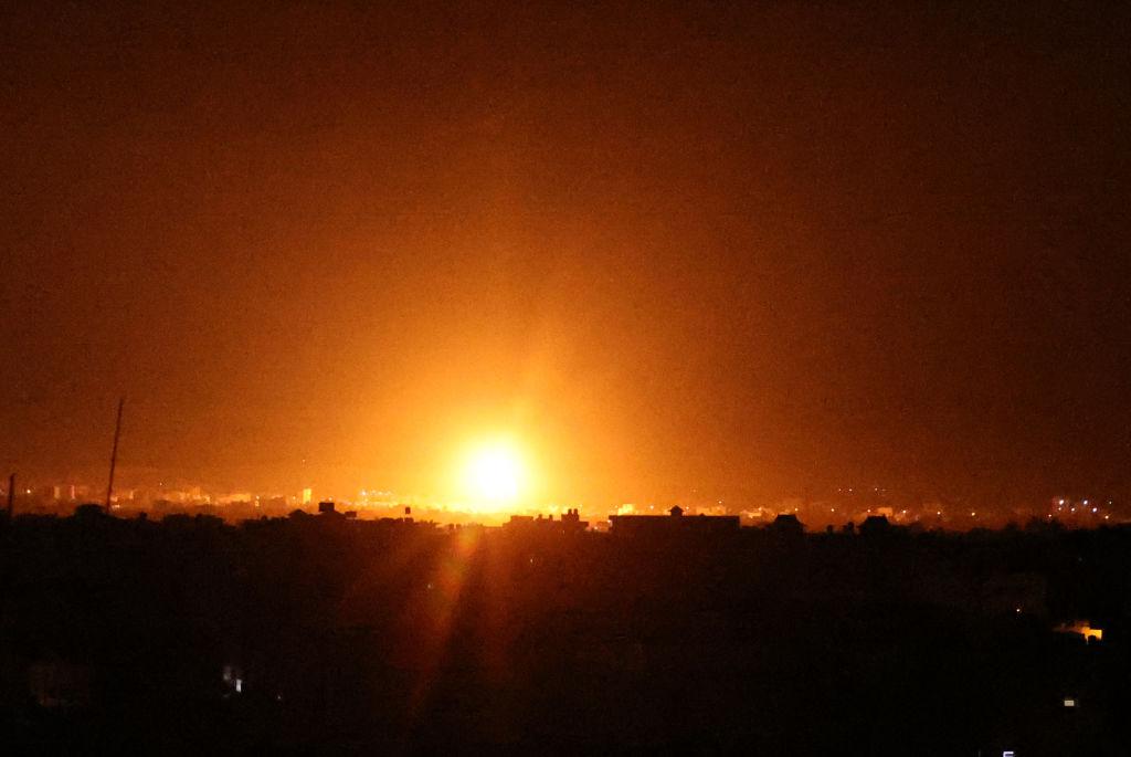 Explosión de los misiles lanzados sobre Gaza por el ejército de Israel