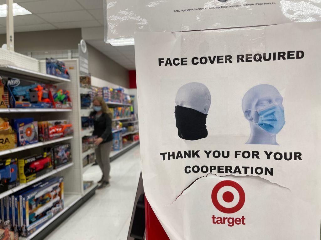 Tienda de Los Angeles informa la obligatoriedad del uso de mascarilla