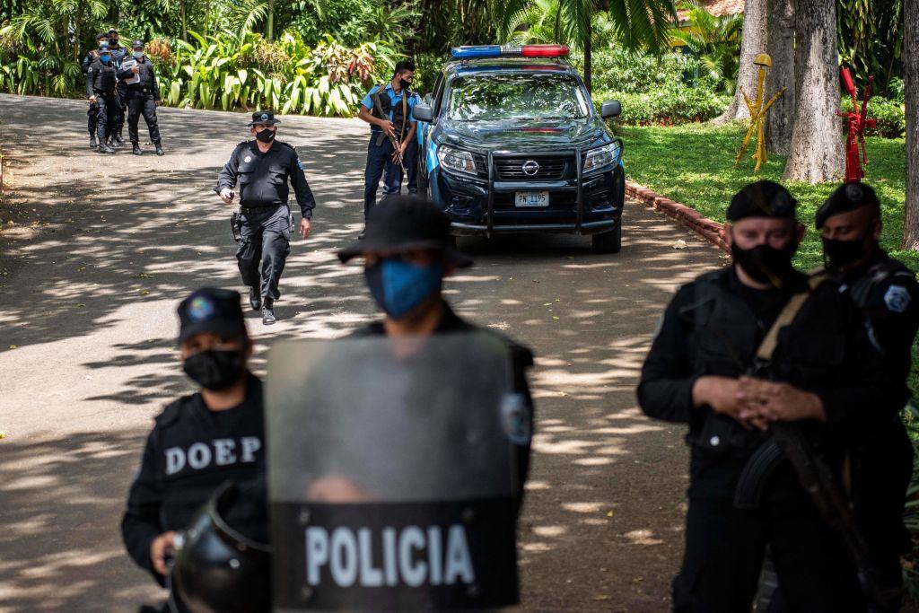 Policías mantienen bajo arresto domiciliario a Cristiana Chamorro