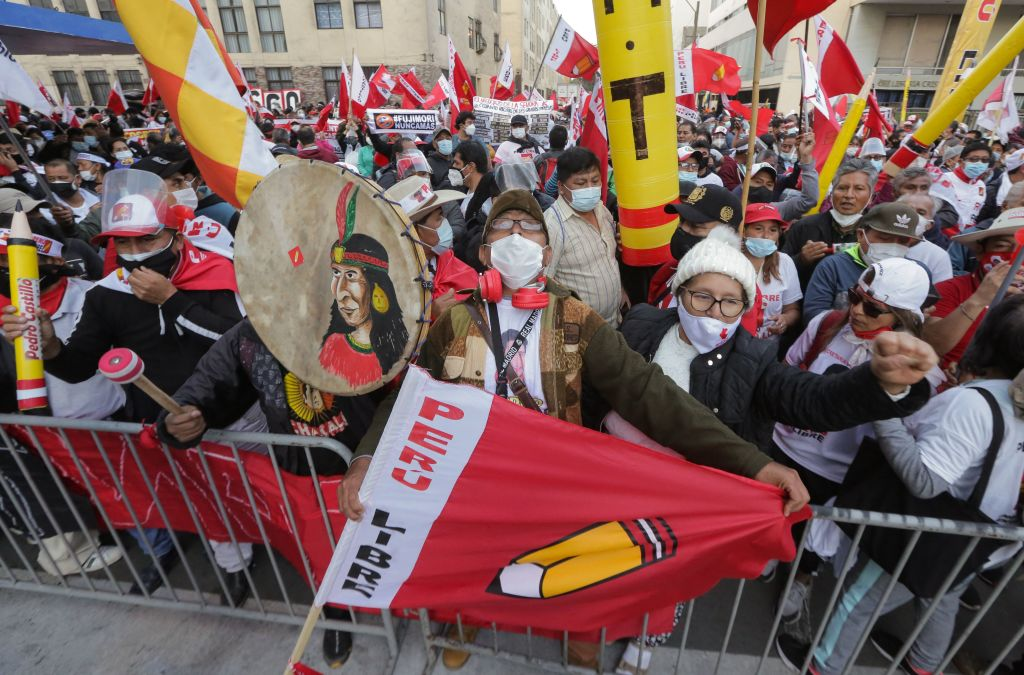 Seguidores de Pedro Castillo en una manifestación en Lima
