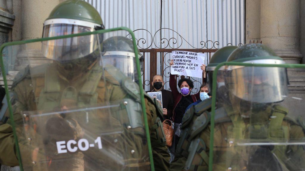 Constituyentes de la Lista del Pueblo fueron detenidos en Plaza de Armas: sesión de la Convención Constitucional podría ser suspendida