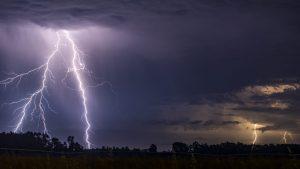 Meteorología emitió aviso de posibles tormentas eléctricas en tres regiones del país